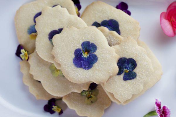 Flour Power_1009_Shortbread with Flowers_horizontal_3