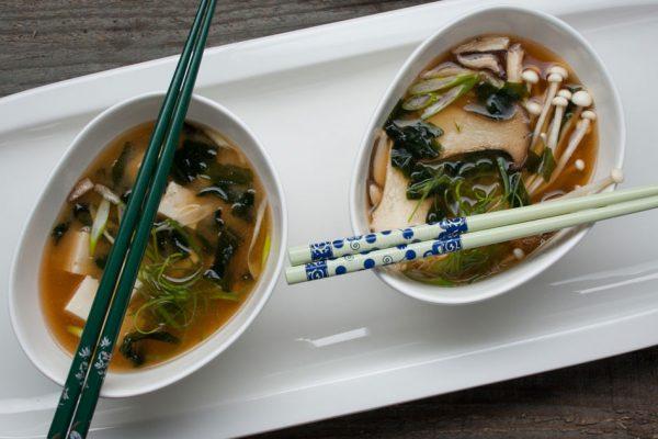 JAP_mushroom_miso_soup_(crop)